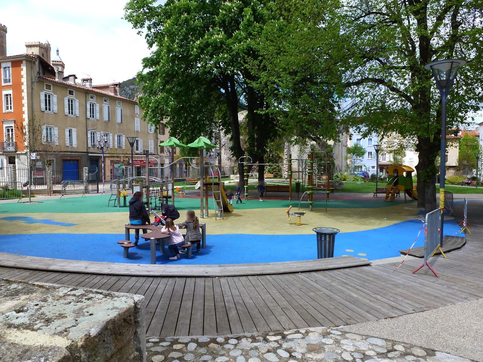 jeux pour le jardin une aire de jeux pour enfants dans le jardin comment am nager un espace de. Black Bedroom Furniture Sets. Home Design Ideas