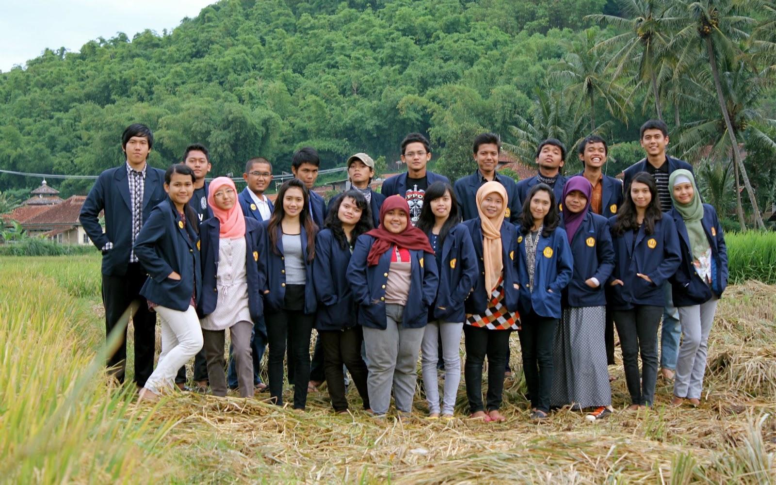 Team Margahayu ini jumlahnya 21 orang, 11 cewek dan 10 cowok