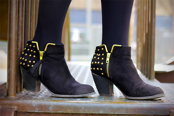 Shoedazzle black studded Ronnie booties