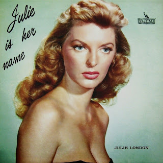 "Julie London, la voz más sensual de la canción, en ""I Remember You"""