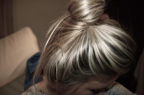 Блондинка на аву со спины 7