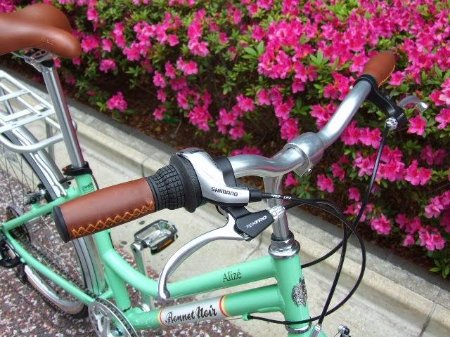 avelo Bicycle shop: Bonnet Noir ALIZE TR2 ...