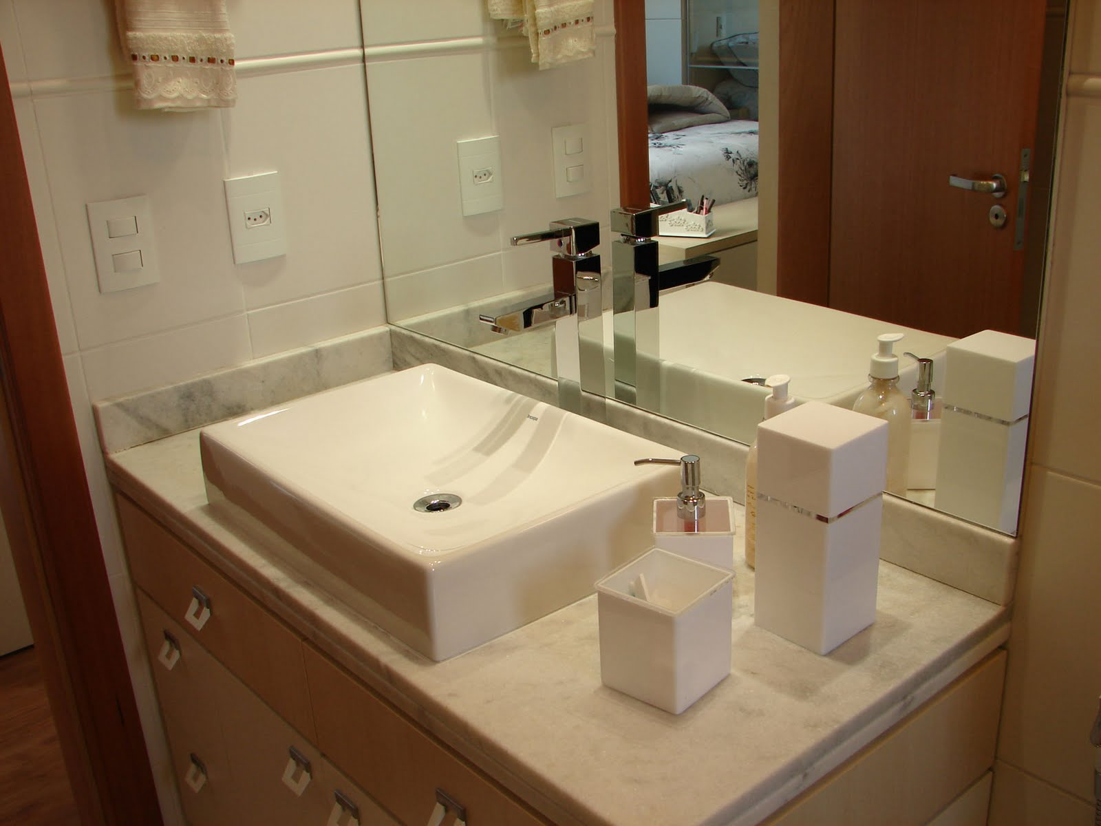: Arquitetura de Interiores: Banheiros. Reciclando ambientes #442410 1600x1200 Bancada Banheiro Duas Cubas
