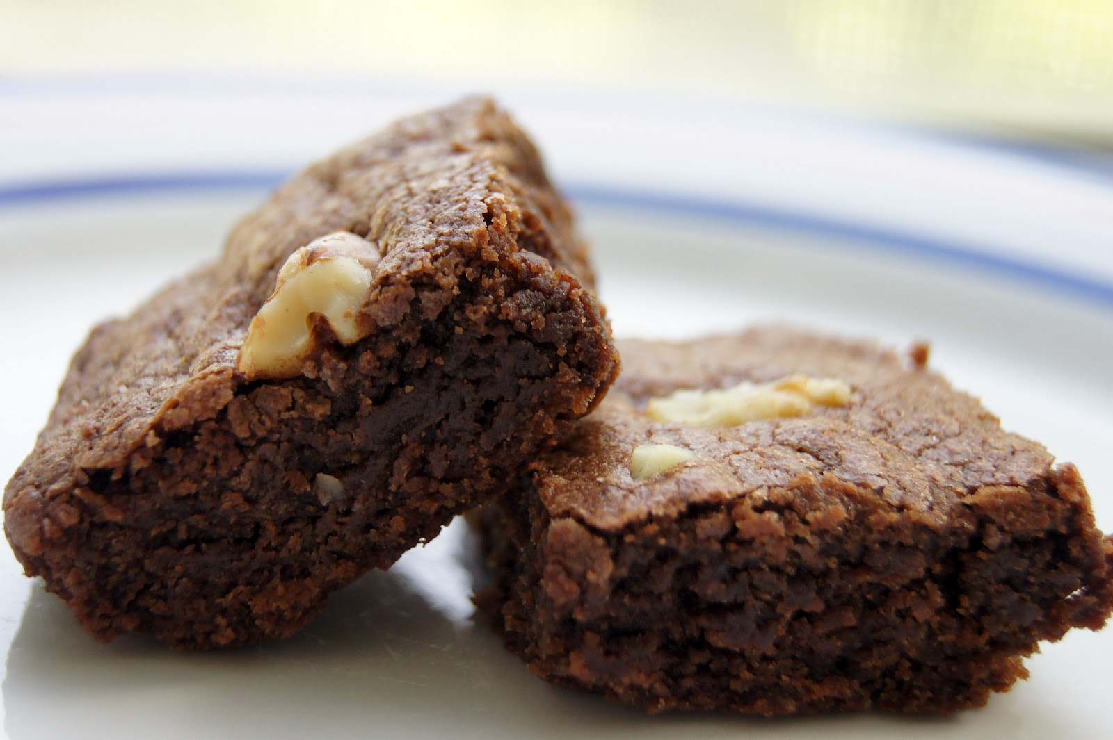 Simple Vegetarian Recipes: Chewy Cocoa Brownies