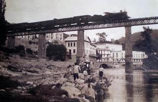 La Farga de Bebié, el río Ter y tren sobre viaducto