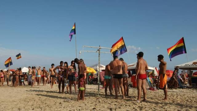 Ipanema está entre as 10 melhores praias para lésbicas, gays, bissexuais, travestis e transexuais do mundo, segudo o site Queerty (Foto: Mônica Imbuzeiro)