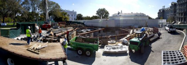 Lubang besar digali di depan White House