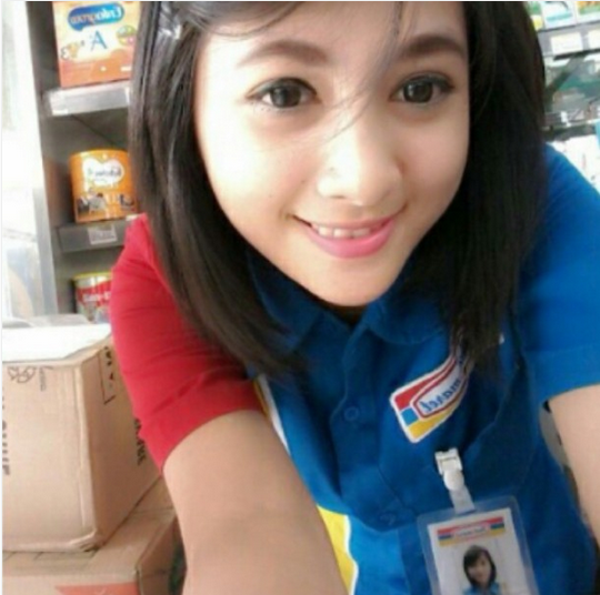 Siti Rohmah Gadis Indomaret Yang Bikin Heboh Instagram