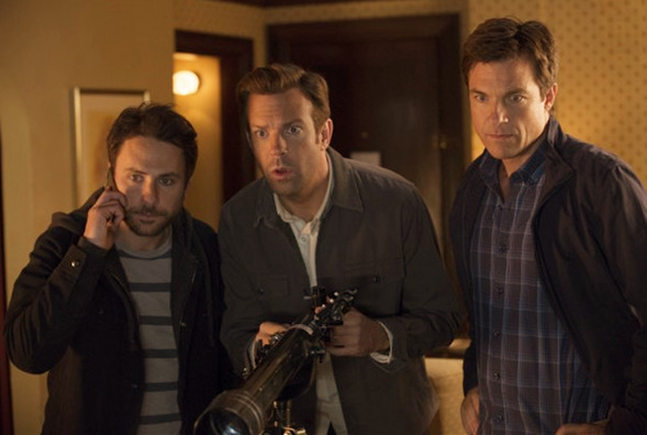 Sinopsis Film Horrible Bosses 2 (Jason Bateman, Charlie Day, Jason Sudeikis, Jennifer Aniston)