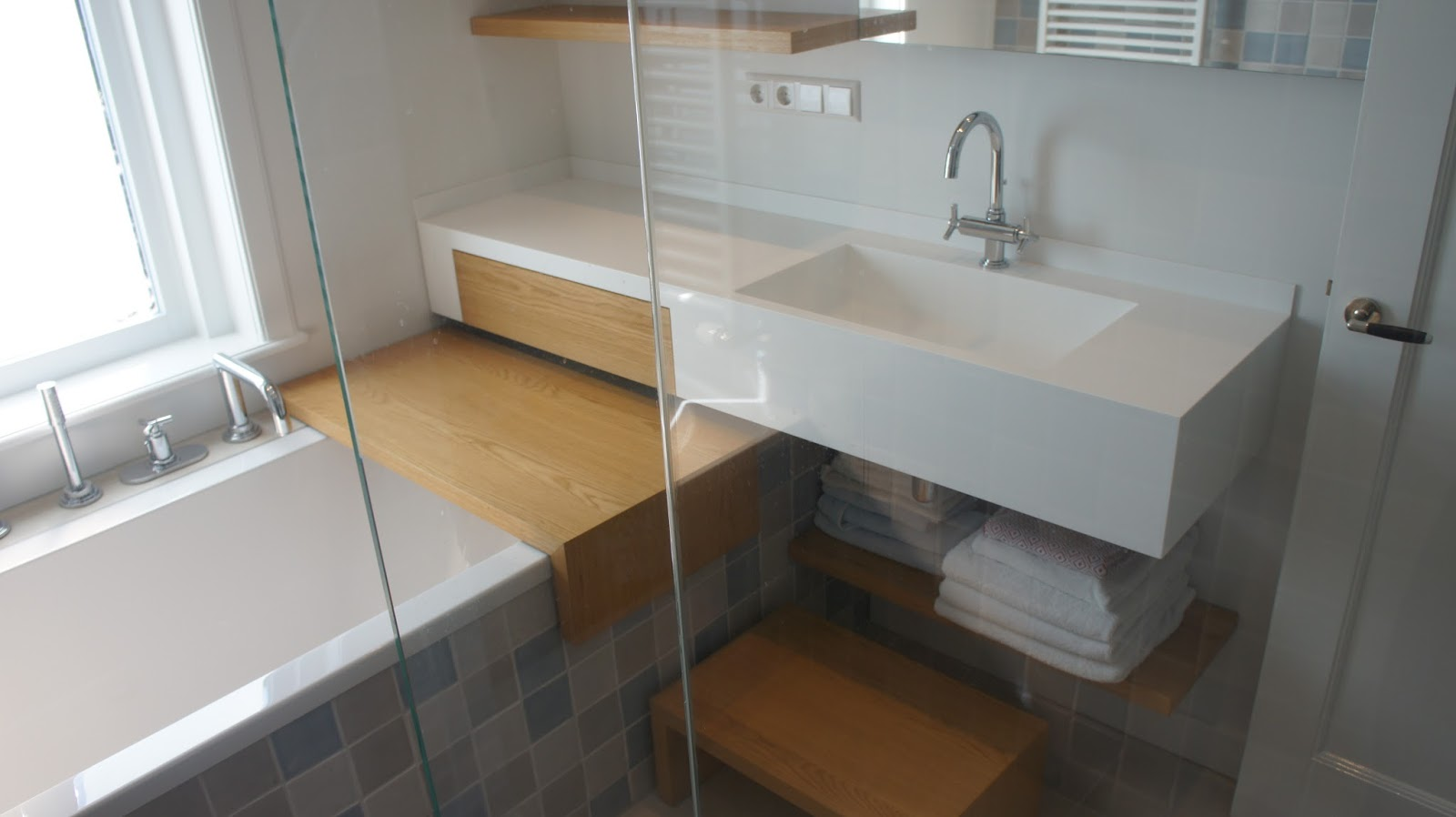 Badkamer Ideeen Zonder Tegels : multifunctionele badkamer in kleine ...