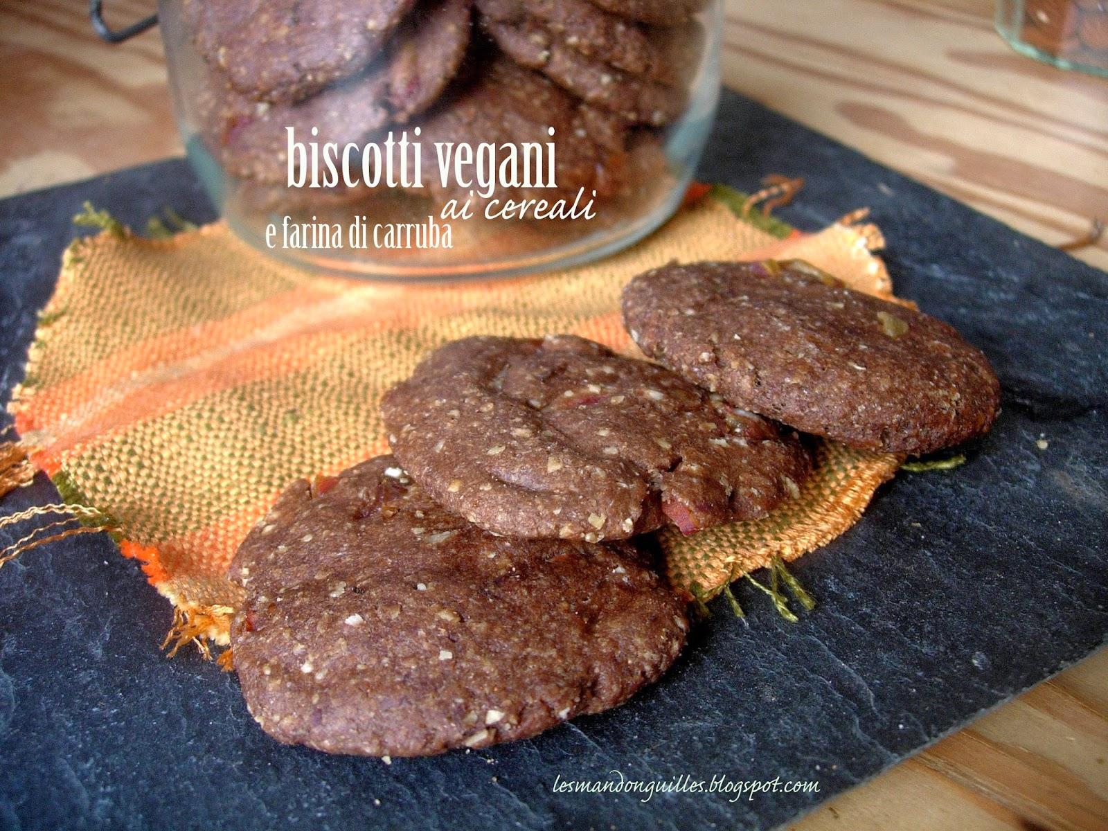 biscotti vegani ai cereali e farina di carruba con mandorle e datteri