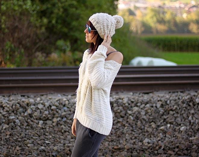 outfit trend fashionblogger mango opus muetze bommel beige jumpsuit pullover zara hm flats silber 01