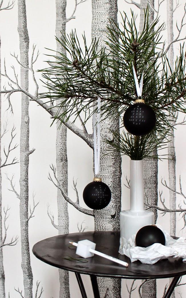 Schwarze weihnachtsbaumkugeln zum selbstbemalen beim black monday 42 und ein - Weihnachtsbaumkugeln schwarz ...