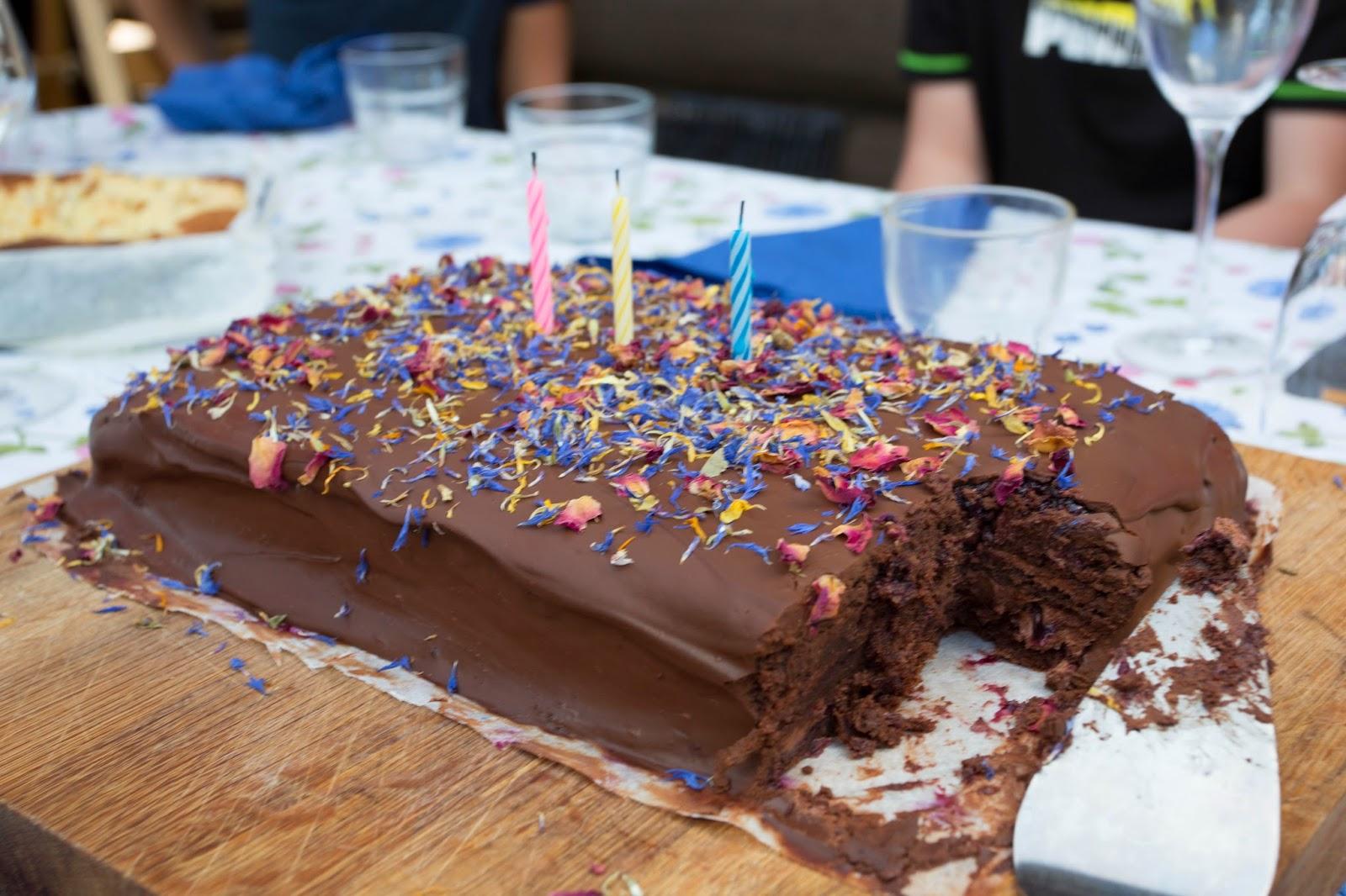 Kukkasacher eli neljän tiskin kakku ;)