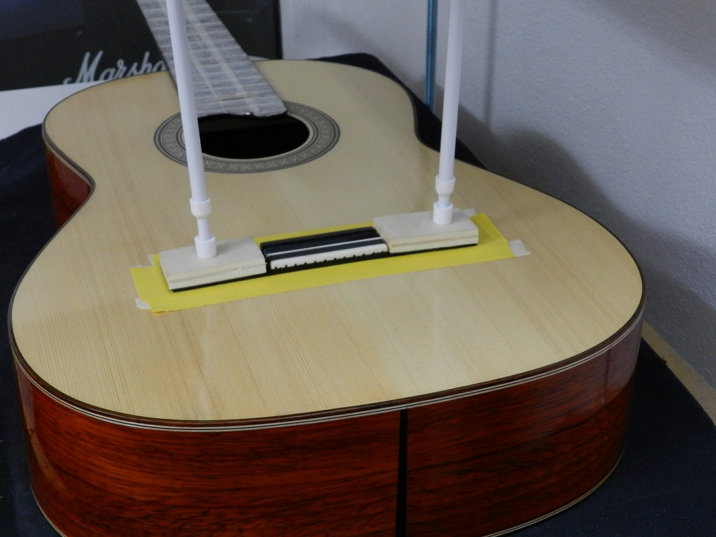 Paco chorobo guitarras artesanas n 2 2011 pegando el for Como pegar plastico