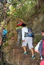 Unes escales ens porten a passar per sota un arc de l'aqüeducte de Sant Miquel Xic