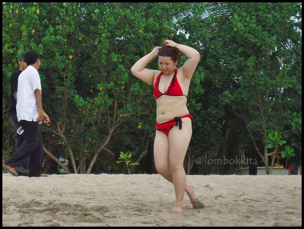 Bule Bule Berbikini di Pantai Kuta, Bali (Part 2)
