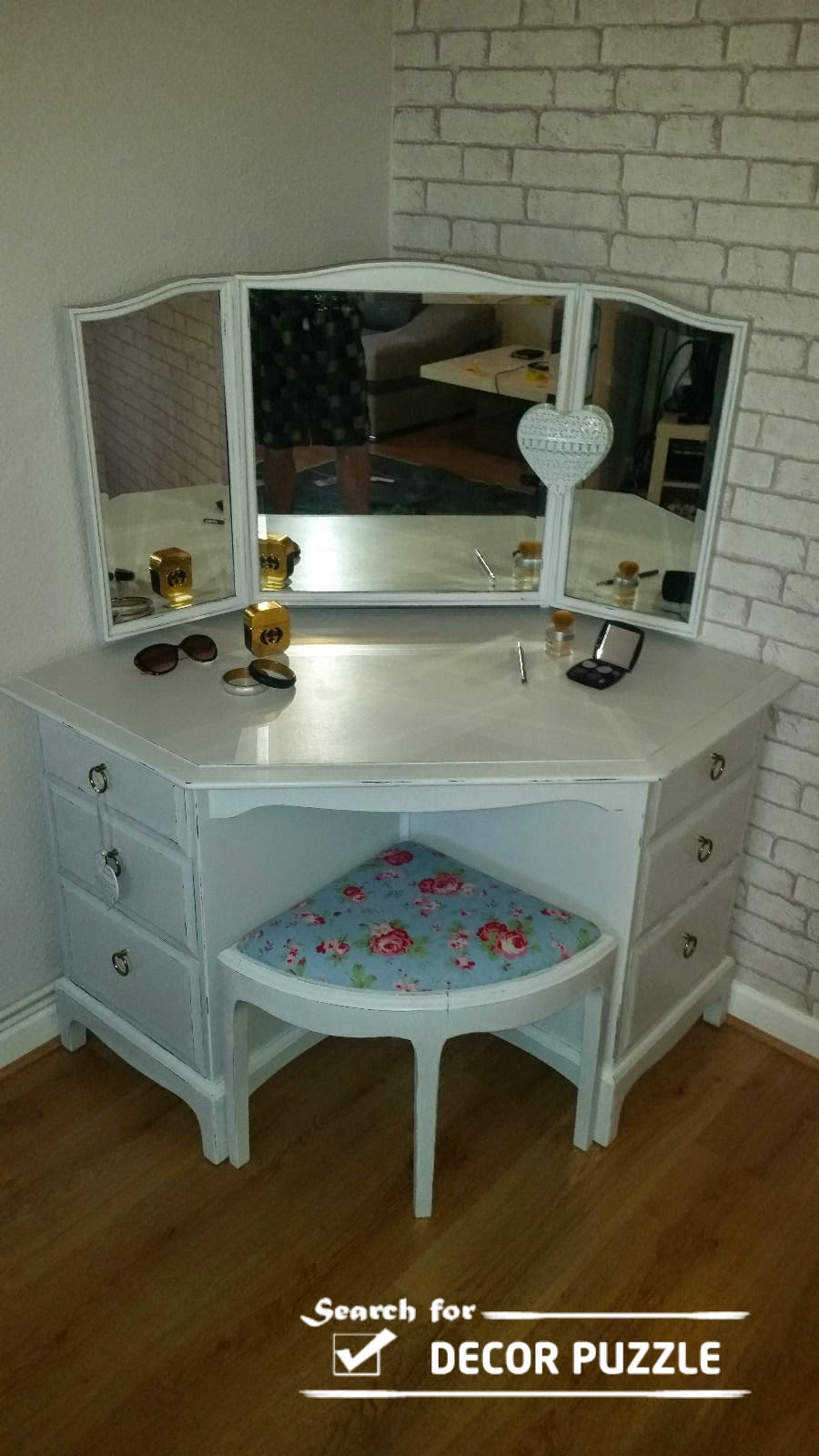 Unique modern corner dressing table designs for small bedroom Corner dressing table