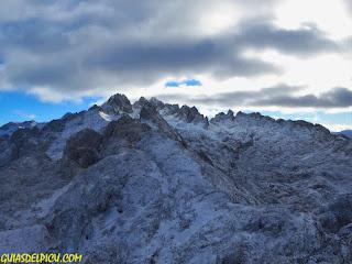 Guia de alta montaña UIAGM en Picos de Europa Fernando Calvo . Crestas alpinas de roca en Picos, escaladas