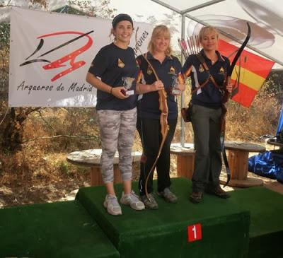 Raquel Armentano en el pódium campeonato de España modalidad Bowhunter IFAA