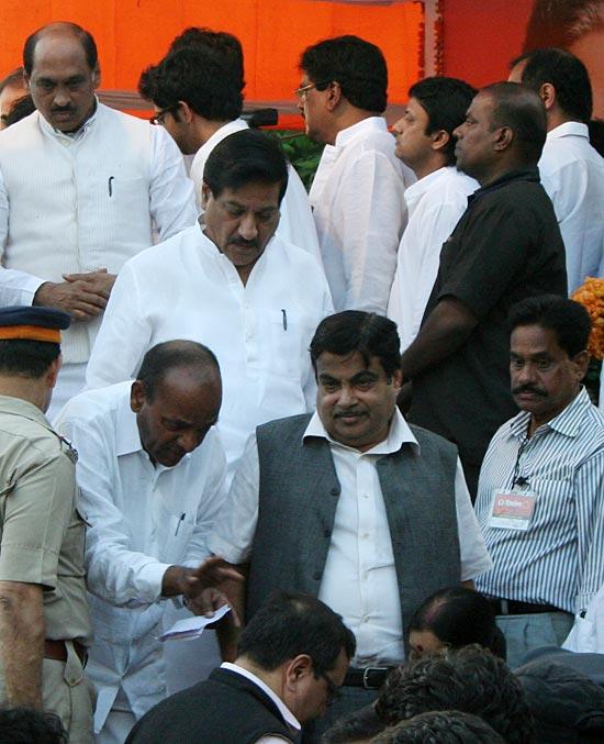Indian Celbs at Balasaheb Thackeray's funeral