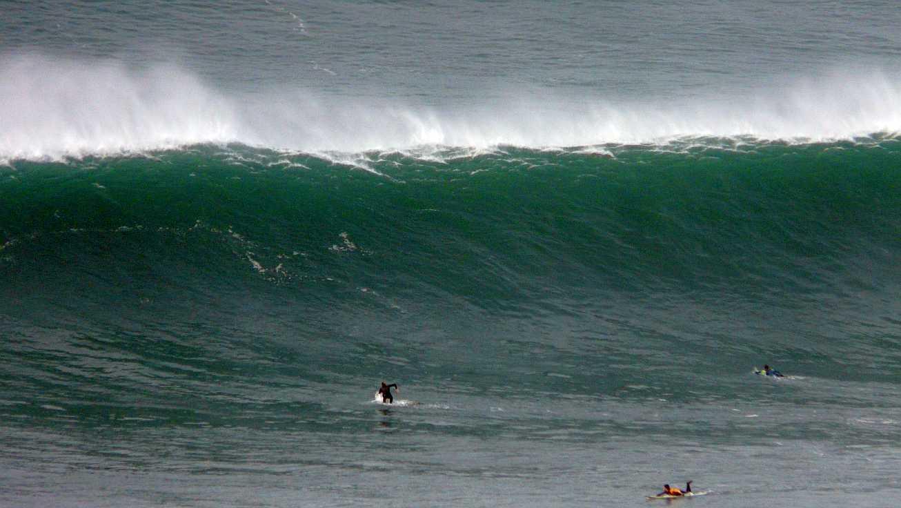 surf menakoz diciembre 2015 olas grandes 23