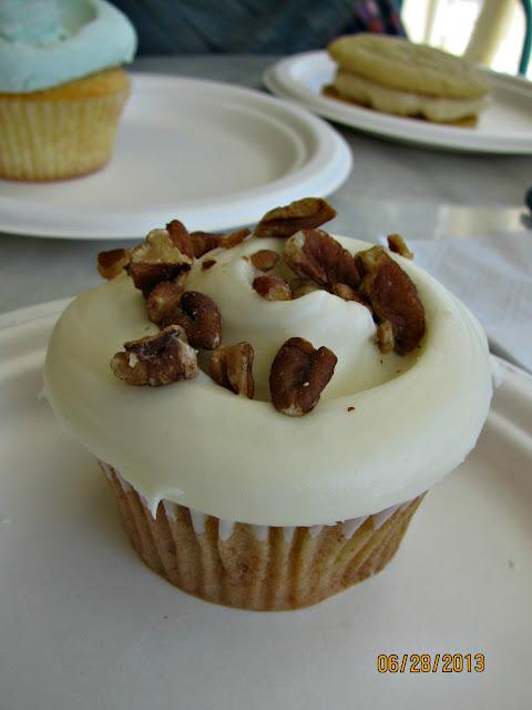 Magnolia Bakery Beverly Hills- Hummingbird Cupcake