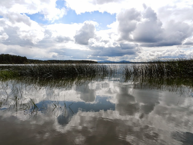 Облака над озером и в озере Киреты