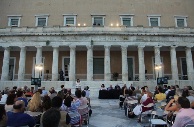 «Εμπάργκο» ολόκληρου του πολιτικού συστήματος στην εκδήλωση για την αποκατάσταση της Δημοκρατίας