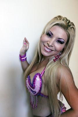Mirella Mendez Mirella Mendez se luce ahora con el Mero Loco, Que opinan?