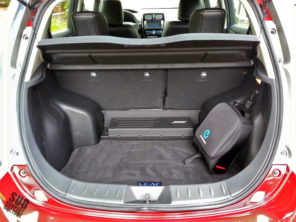 Nissan Leaf trunk with cord bag