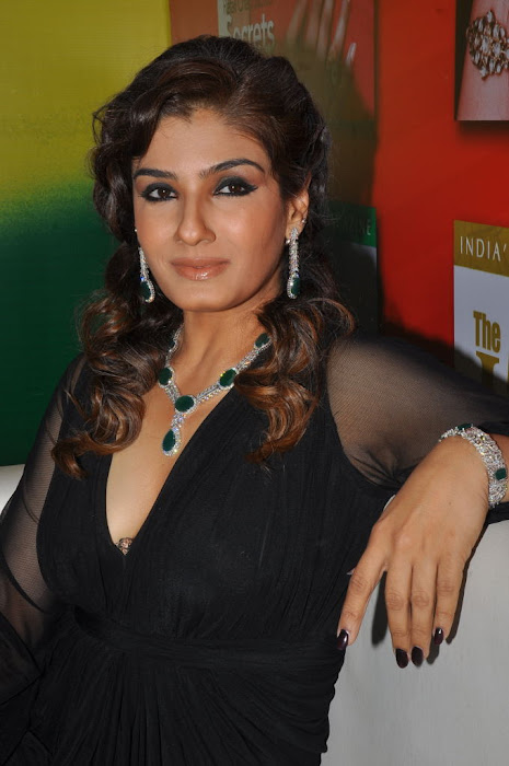 raveena tandon launches 8th higje cute stills