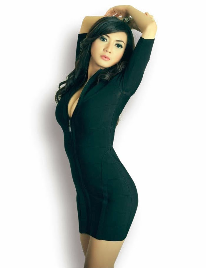 Foto Seksi Wiwid Gunawan di Majalah Popular World