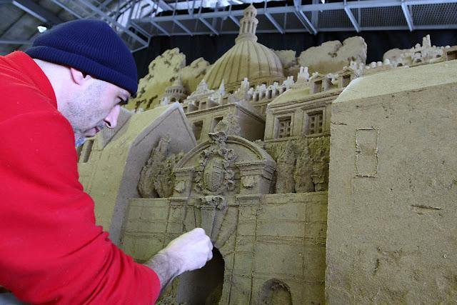 Fotos del mayor museo de arena del mundo en Japón