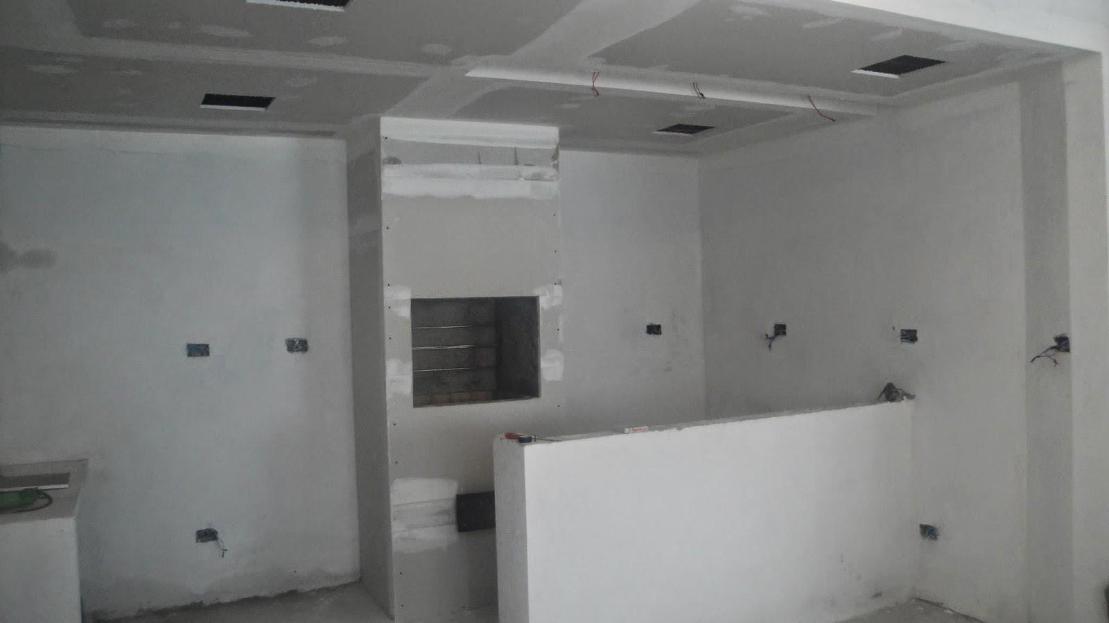 reenquadramento da churrasqueira e montagem do drywall da cobertura #57524F 1600x899