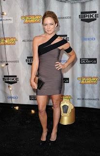 Celebrities Bandage Dresses, Caity Lotz Bandage Dresses Pics