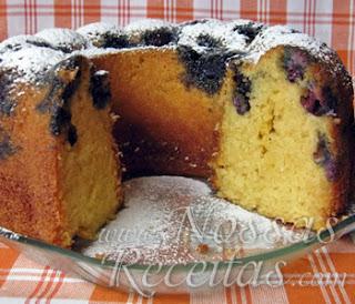 receita de bolo de coco com mirtilos frescos
