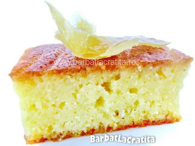 O bucata de prajitura cu gris si lamaie