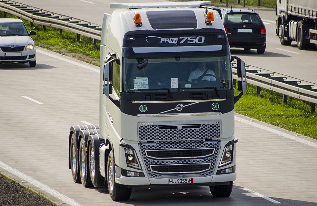 Briga De Gigantes Volvo E Scania Travam Duelo Blog