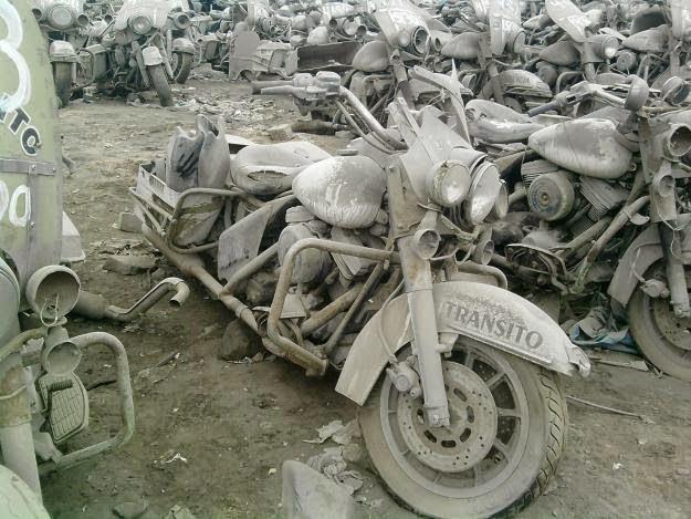 Vieilles photos (pour ceux qui aiment les anciennes photos de bikers ou autre......) 20pwk2