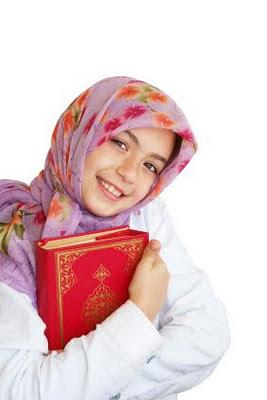 Kalangan Ulama Berbeza Pendapat Mengenai Adab Pegang Al quran adakah Perlu Dalam Keadaan Berwuduk Atau Tidak