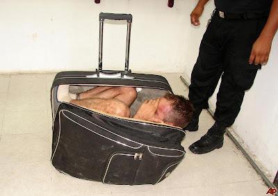lelaki cuba lari dari penjara menyorok dalam beg