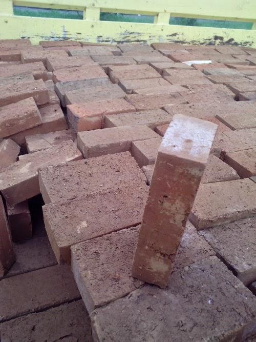 Batu bata merah expose