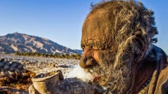 Cara Hidup Aneh, 60 Tahun Tak Mandi dan Tidur di Lubang Tanah