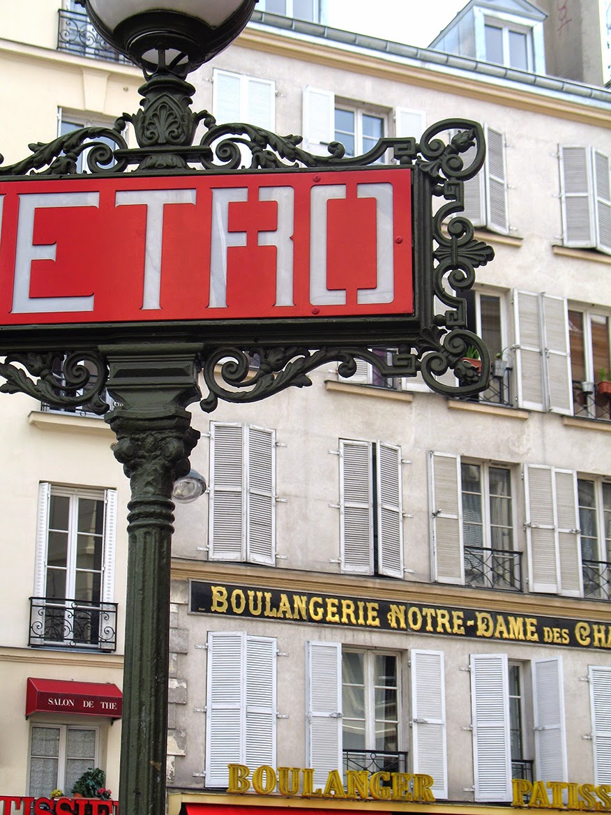 metro-sign at N-D des Champs