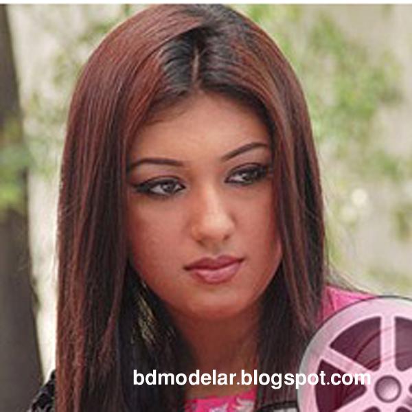 dallywood hot actress Apu Biswas