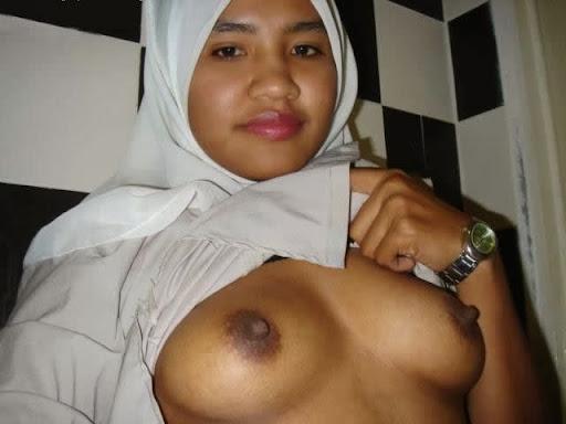 Tudung Hitam Manis melayu bogel.com