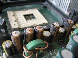 capacito_eletrol%C3%ADtico_estourado.jpg