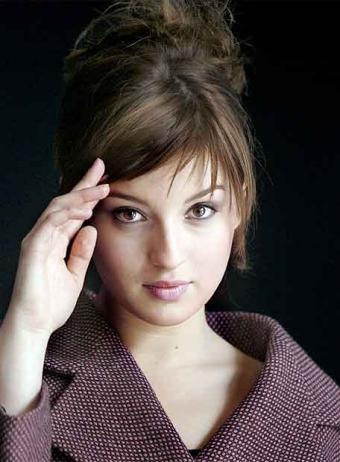 Maria Valverde Hairstyle 27