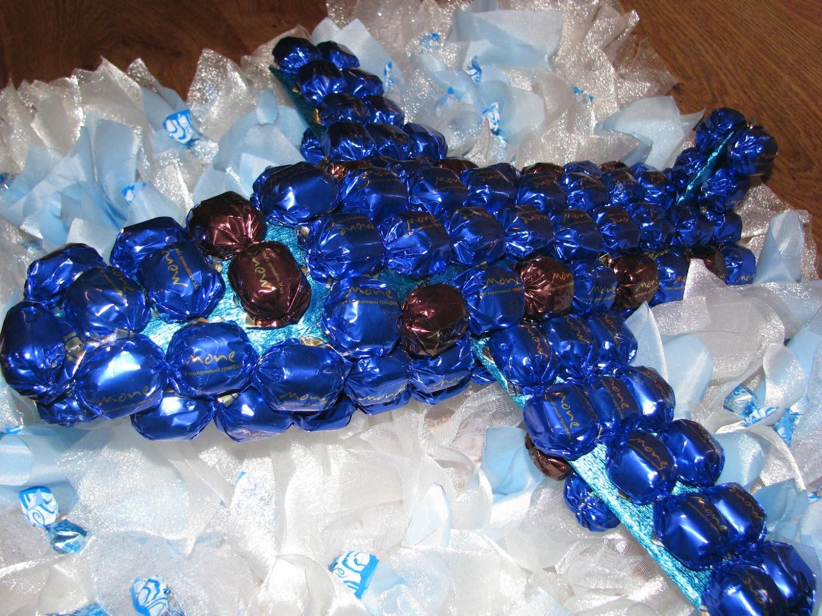 Сделать самолет из конфет своими руками
